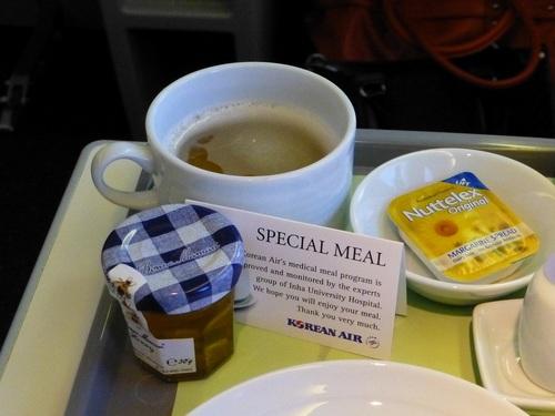20120816大韓航空ビジネスクラス 食後の人参茶.jpg