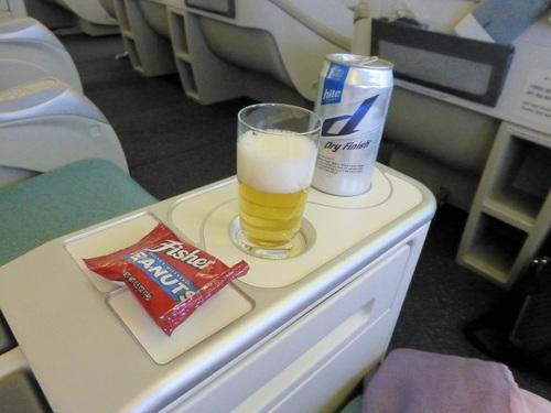 20120816大韓航空ビジネスクラス座ってすぐに.jpg