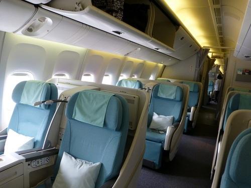 20120816大韓航空ビジネスクラス機内の様子.jpg