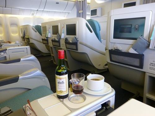 20120816大韓航空ビジネスクラス飛行中の機内の様子.jpg
