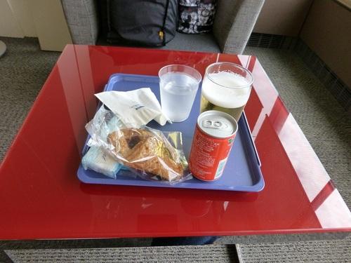 20120816大韓航空成田ラウンジで軽食.jpg