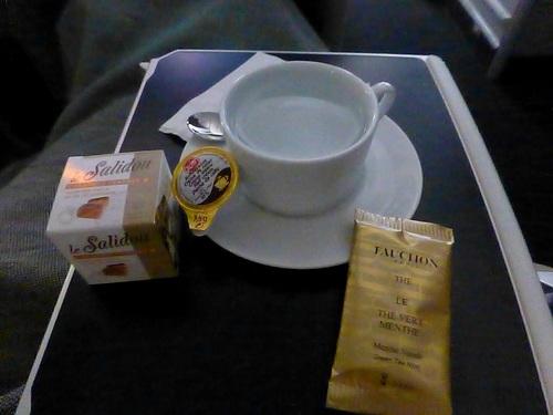 20120817エールフランスビジネスクラス 温かい飲み物.jpg