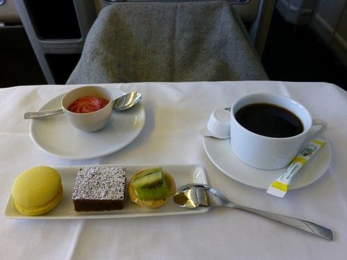 20120817エールフランスビジネスクラス 食事-デザートとコーヒー.jpg