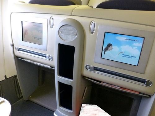 20120817エールフランスビジネスクラス座席まわり2.jpg
