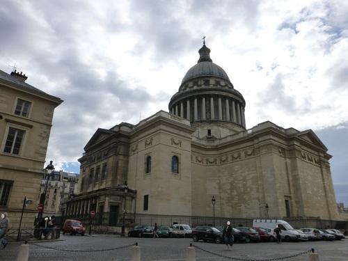 20120830サント=ジュヌヴィエーヴ教会から見た外.jpg