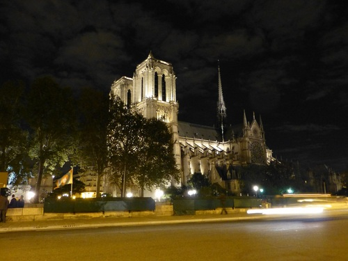 20121004コンサート終了後のノートルダム寺院夜9時半.jpg