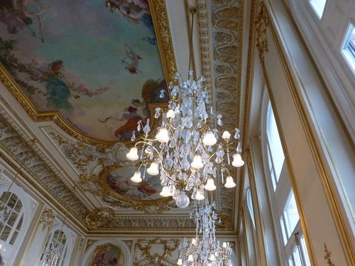 20121007オルセー美術館レストラン天井とシャンデリア3.jpg