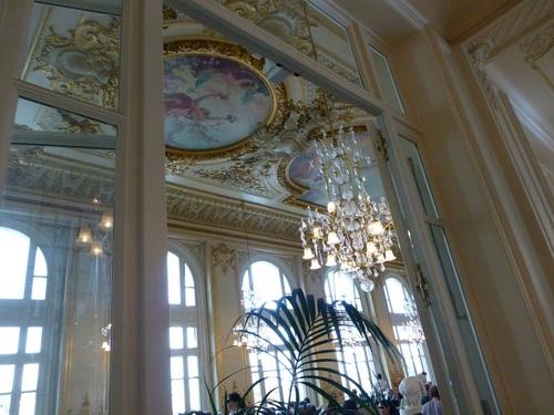 20121007オルセー美術館廊下から見たレストラン.jpg