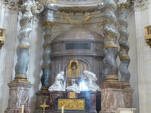 20121023ヴァル・ド・グラース13 教会内部4.jpg