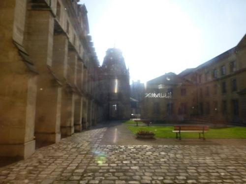 20121023ヴァル・ド・グラース3 中庭.jpg