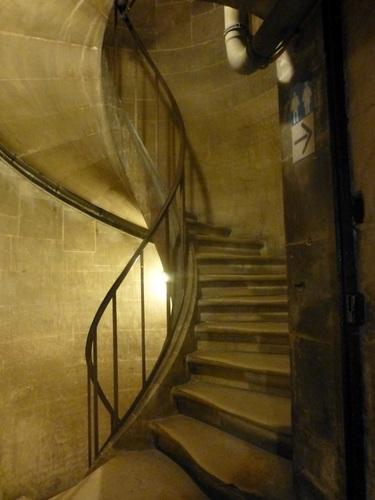 20121024パンテオン内部6 地下クリプトへ.jpg