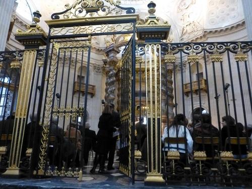 20121111ヴァル・ド・グラース教会コンサート開始前4.jpg
