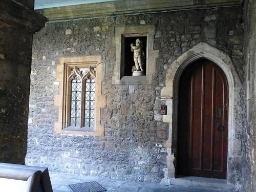 ウエストミンスター寺院中庭から2.jpg