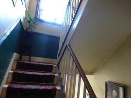 シャーロック・ホームズミュージアム 3階から4階への階段.jpg