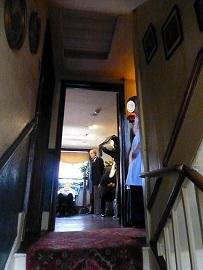 シャーロック・ホームズミュージアム 3階から4階への階段2.jpg