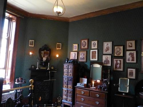 シャーロック・ホームズミュージアム 2階ホームズの部屋.jpg
