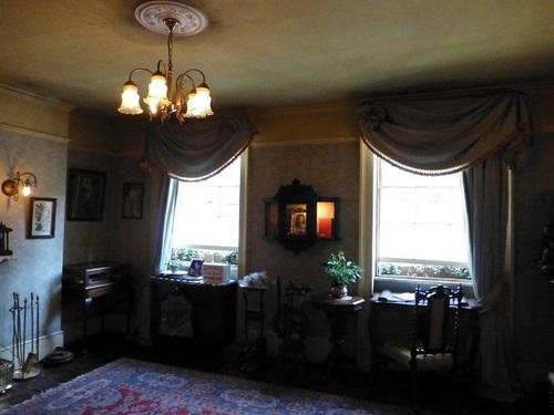 シャーロック・ホームズミュージアム 3階ミセス・ハドソンの部屋.jpg