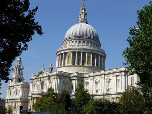 セント・ポール大聖堂後ろ側から2.jpg