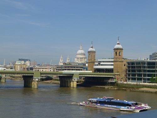 ロンドン橋からの景色.jpg