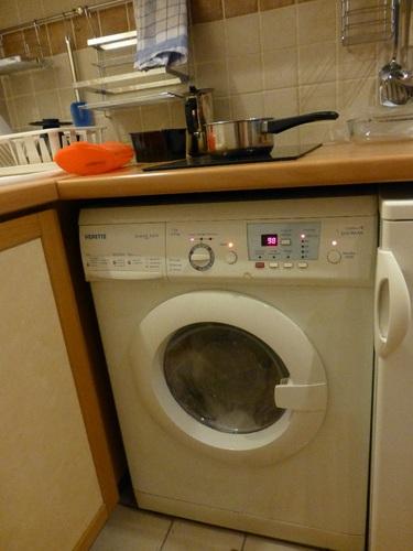 rue d'ECOSSE部屋キッチン洗濯機使用中.jpg