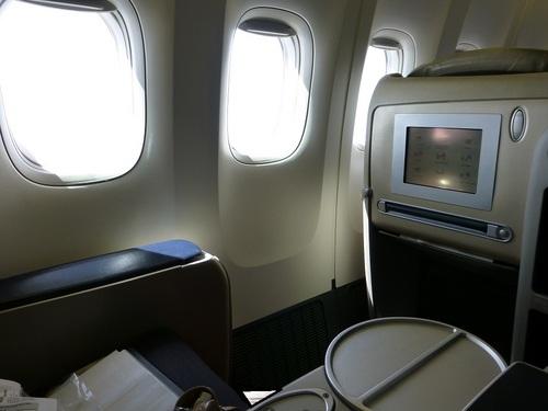 20120817エールフランスビジネスクラス座席まわり4.jpg