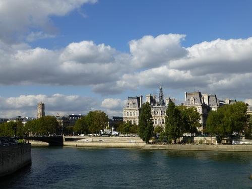 20120928セーヌの眺め4パリ市庁舎.jpg