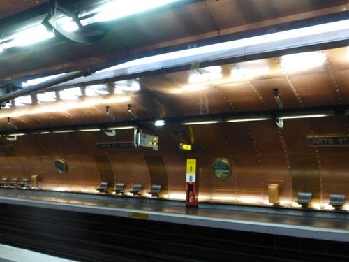20120928メトロ駅2.jpg