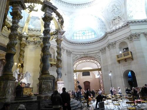 20121111ヴァル・ド・グラース教会コンサート終了後5.jpg