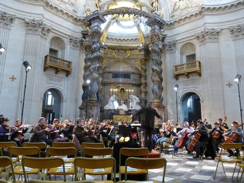 20121111ヴァル・ド・グラース教会コンサート開始前.jpg