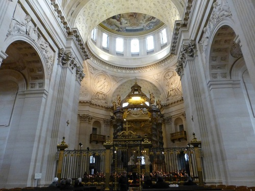 20121111ヴァル・ド・グラース教会コンサート開始前3.jpg