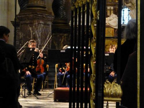 20121111ヴァル・ド・グラース教会コンサート開始前5.jpg