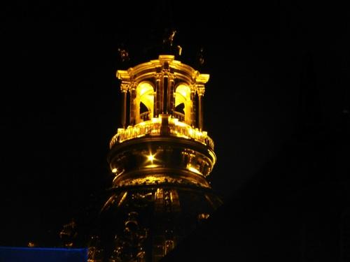210120911舞台の上に輝くドーム.jpg