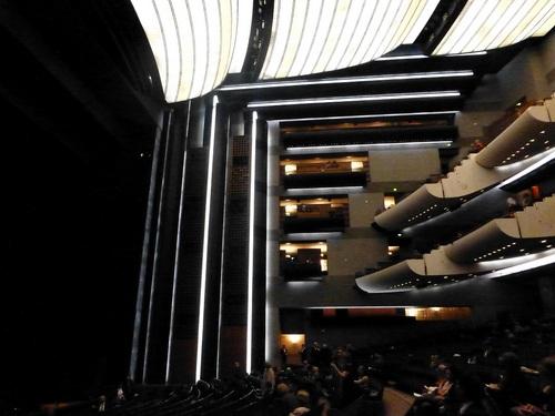 オペラバスティーユ 観客席横方向.jpg